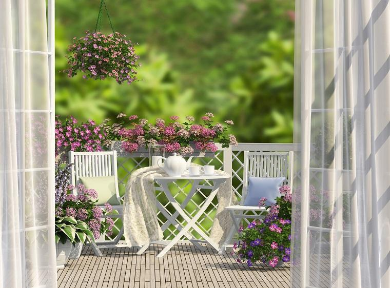 decoracion para balcones muebles blancos flores ideas