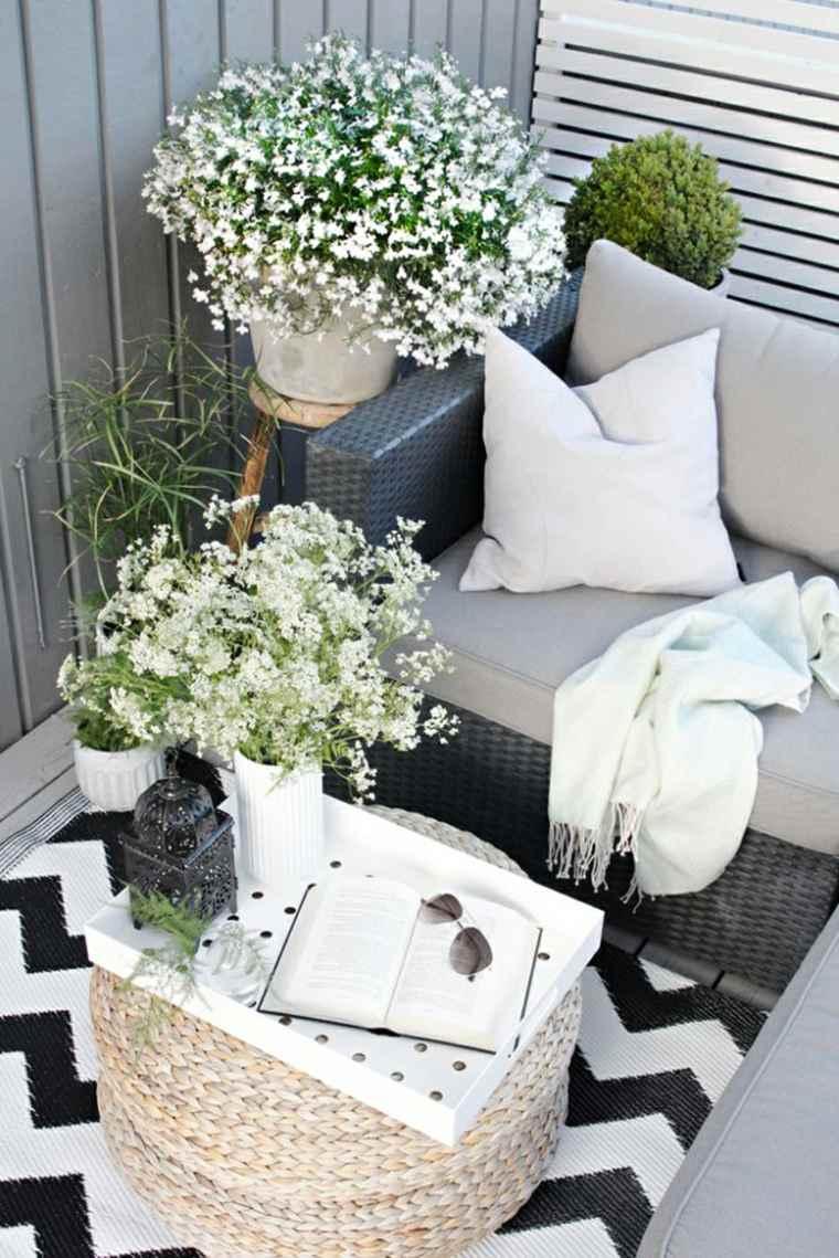 decoracion balcones opciones flores macetas blancas ideas