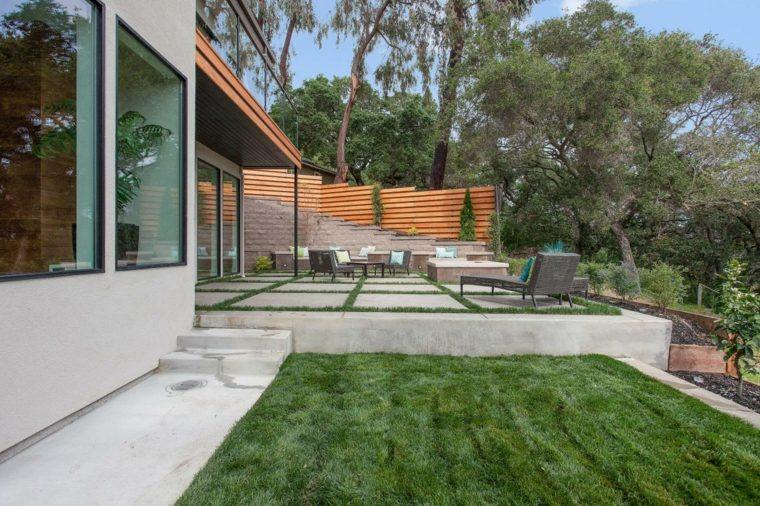 diseno jardines terrazas valla madera cesped ideas