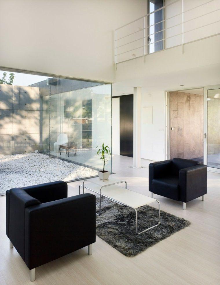 Interiores minimalistas 85 habitaciones en blanco y negro for Sillones salon diseno