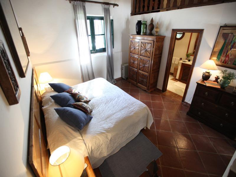 dormitorio rústico estilo andalúz diseño