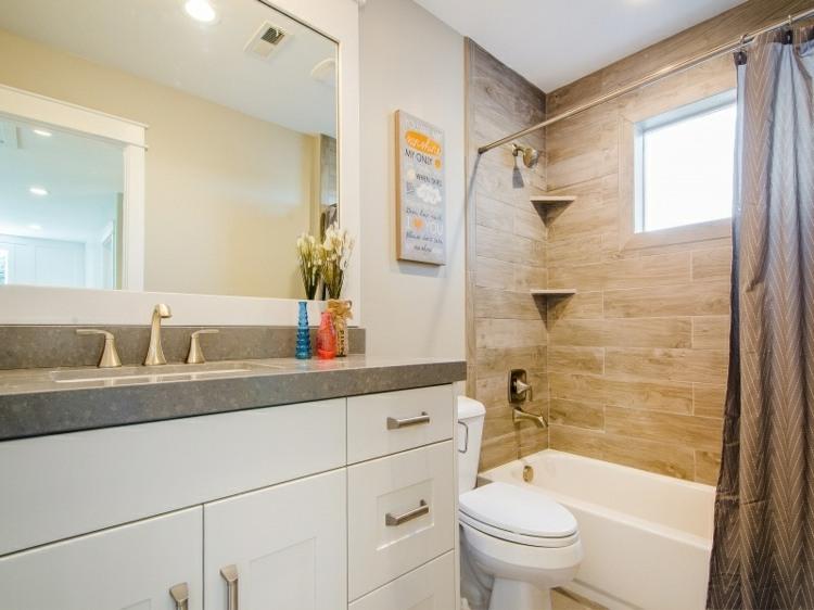 ducha banera bano pequeno lavabo blanco ideas
