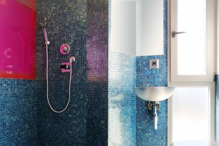 duchas opciones banos pequenos mosaico azul ideas