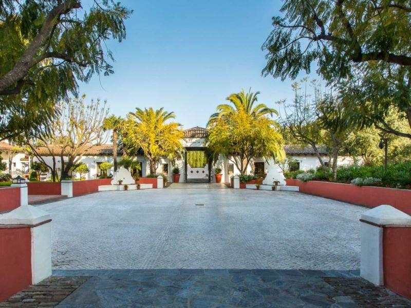 entrada caserío estilo andaluz