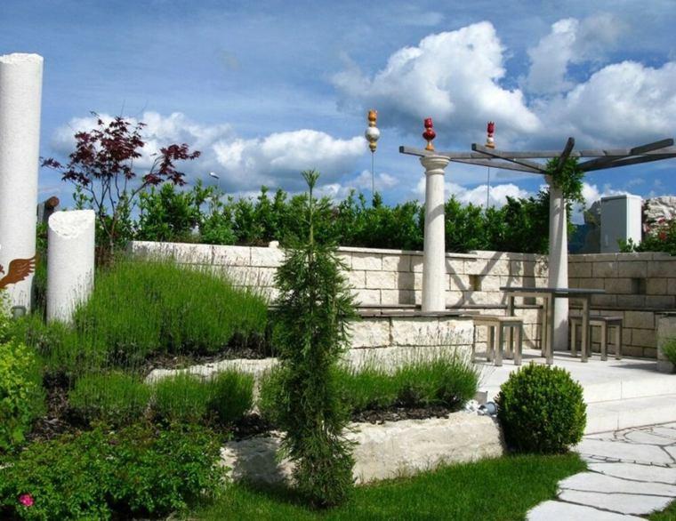 escapadas con encanto opciones jardin pequeno columnas hormigon ideas
