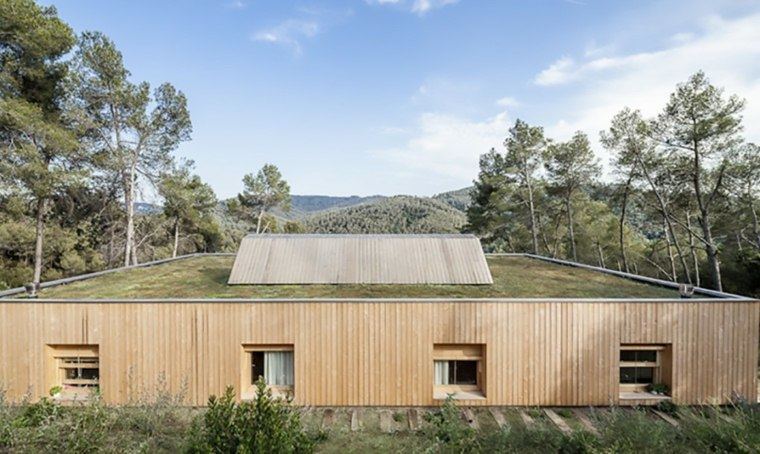 spain modern house green roof