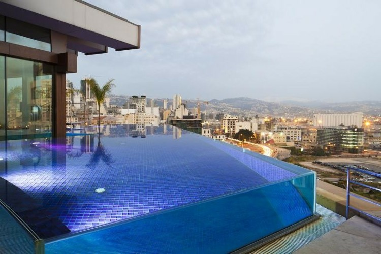 Piscinas de fibra de vidrio los 25 dise os m s modernos for Vidrio para piscinas