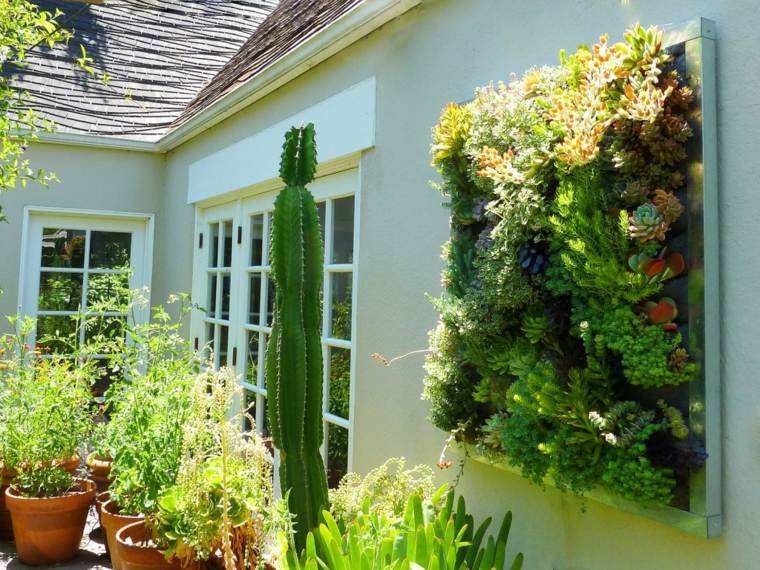 estupendo patio jardineras verticales