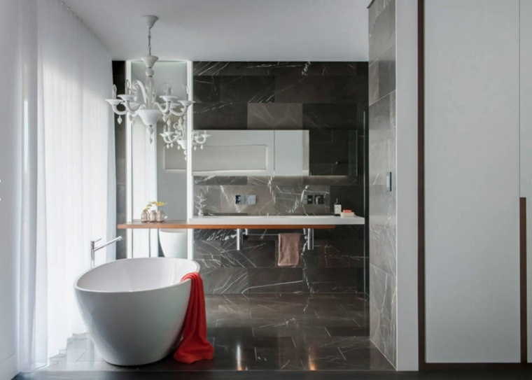 Imagenes de ba os 102 ideas para espacios modernos for Piso de marmol negro