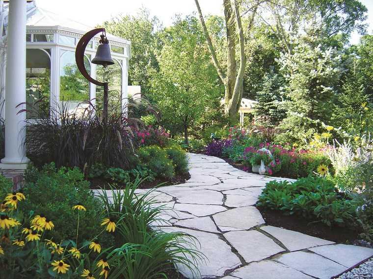 jardineria paisajismo flores primavera campana camino ideas