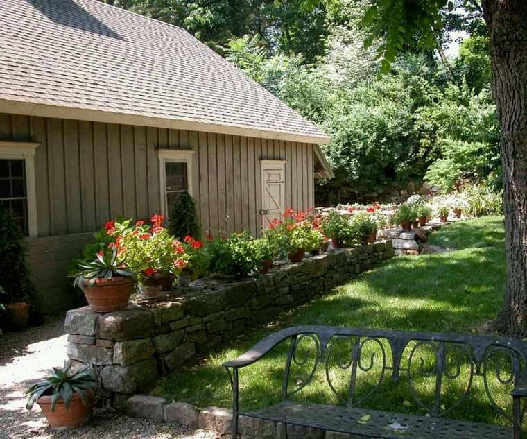 jardineria paisajismo flores primavera muralla piedra ideas