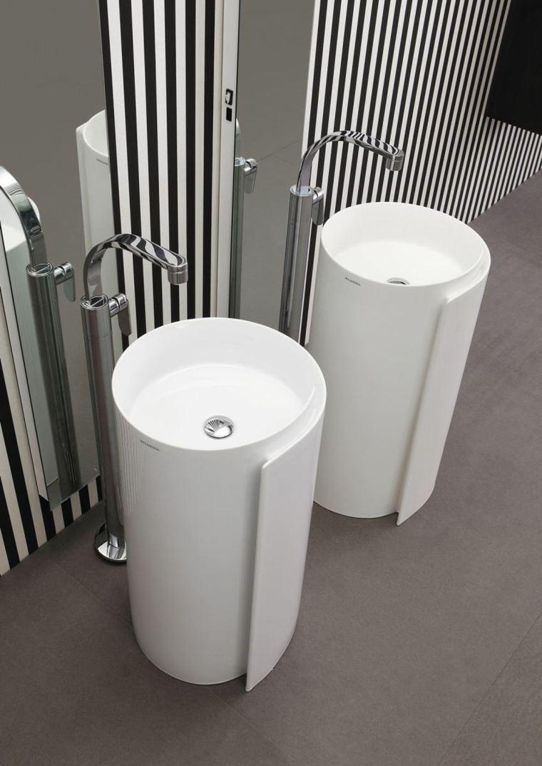 lavabo pared rayas blanco negro espejo grande ideas