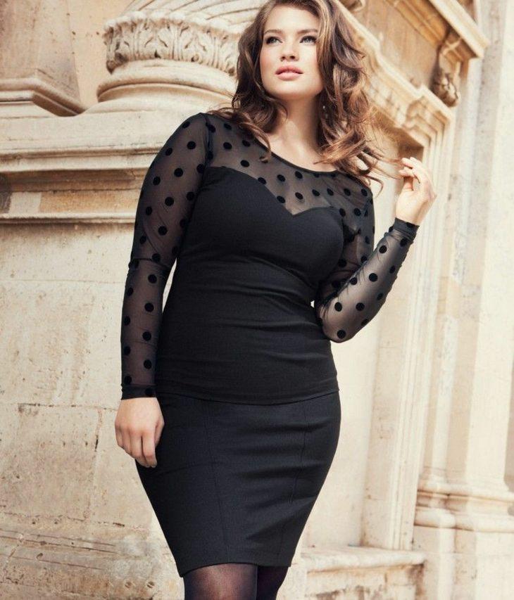 mujeres con curvas detalles caminos negro