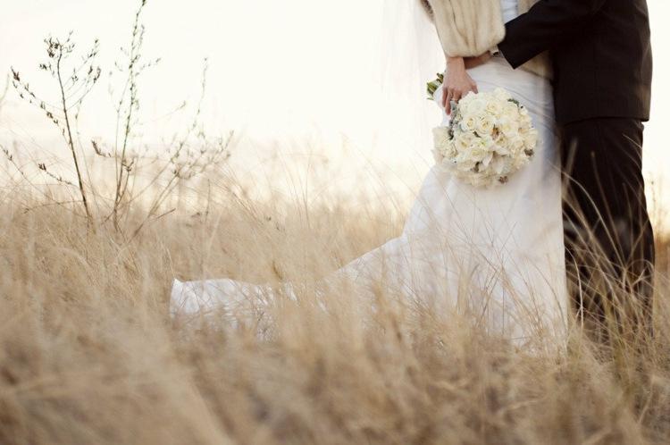 novia sencilla campo chaqueta piel