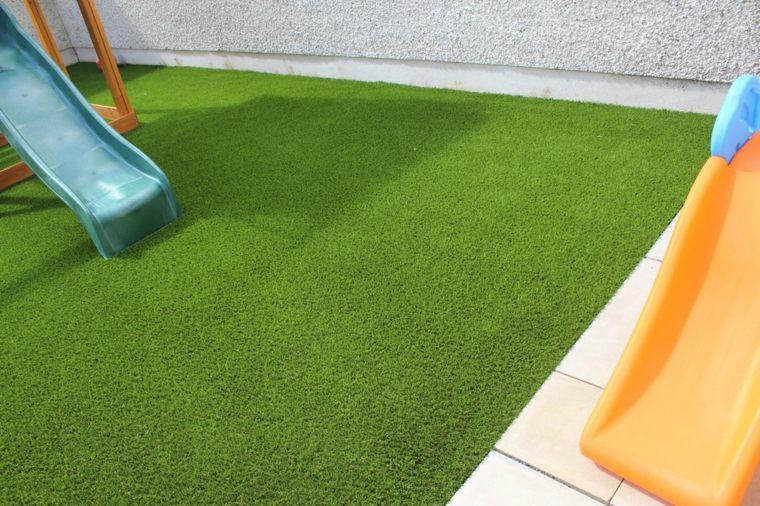 decoracion de jardines con cesped artificial 50 ideas