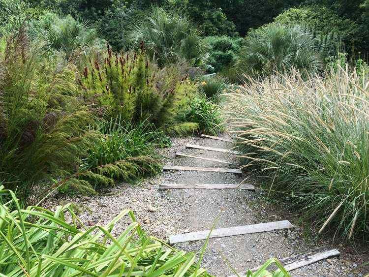 original diseño camino jardin gravilla