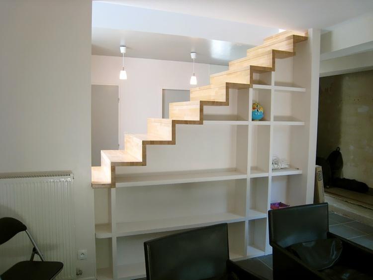 original diseño escaleras compartimentos boblioteca