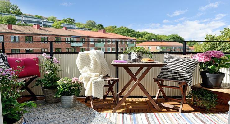 terraza decorada muebles madera