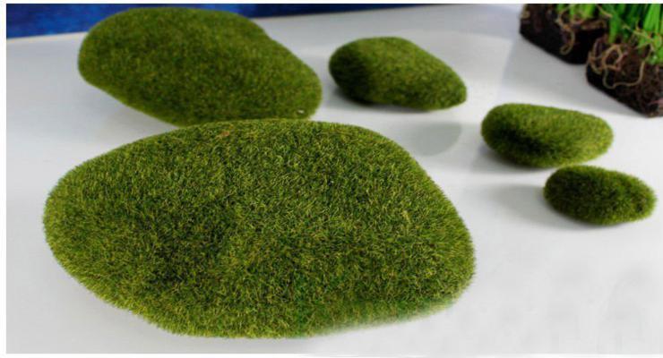puffs cubiertos musgos verdes
