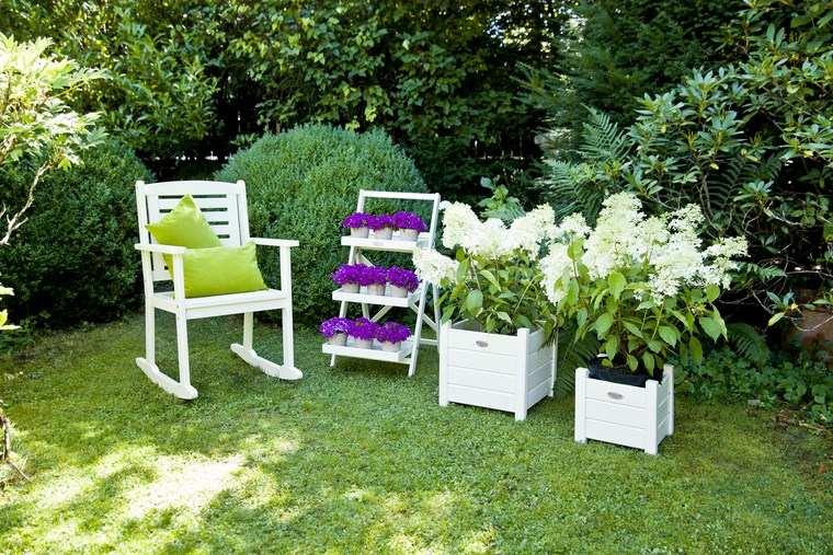 paisajismo flores primavera jardines sillas blancas ideas