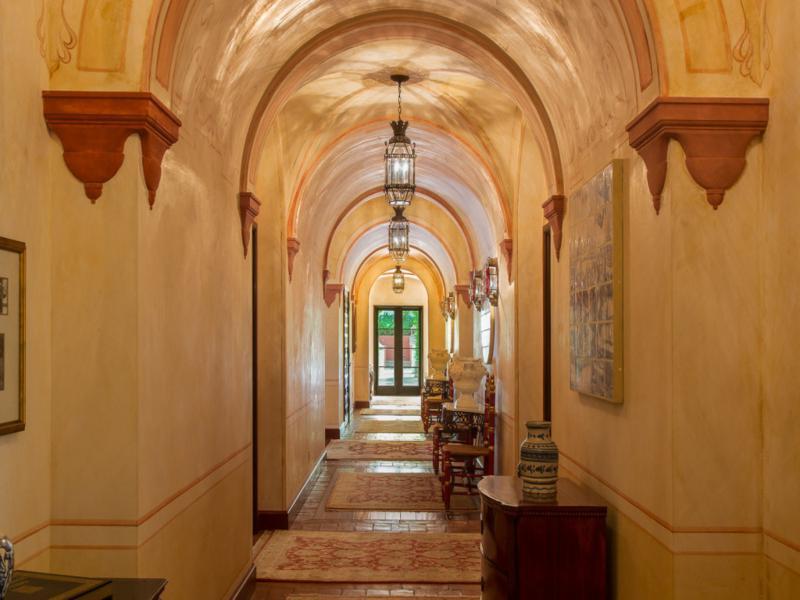 palacio caserio pasillos arcos
