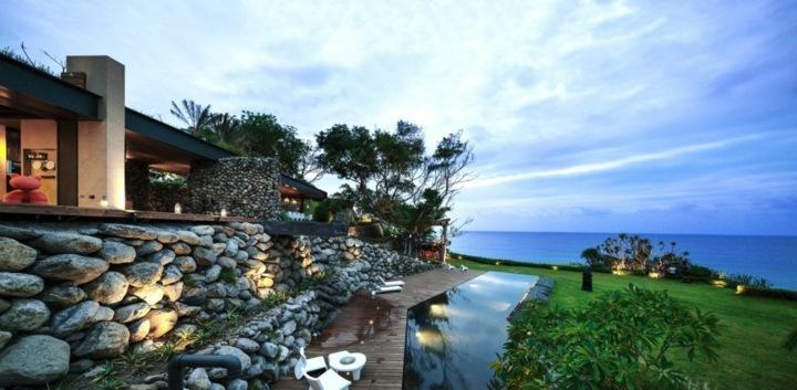 paredes muros rocas metales piscinas cojines