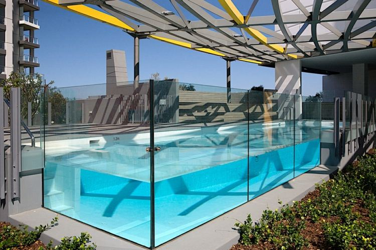 Piscinas de fibra de vidrio los 25 dise os m s modernos - Piscina de cristal ...