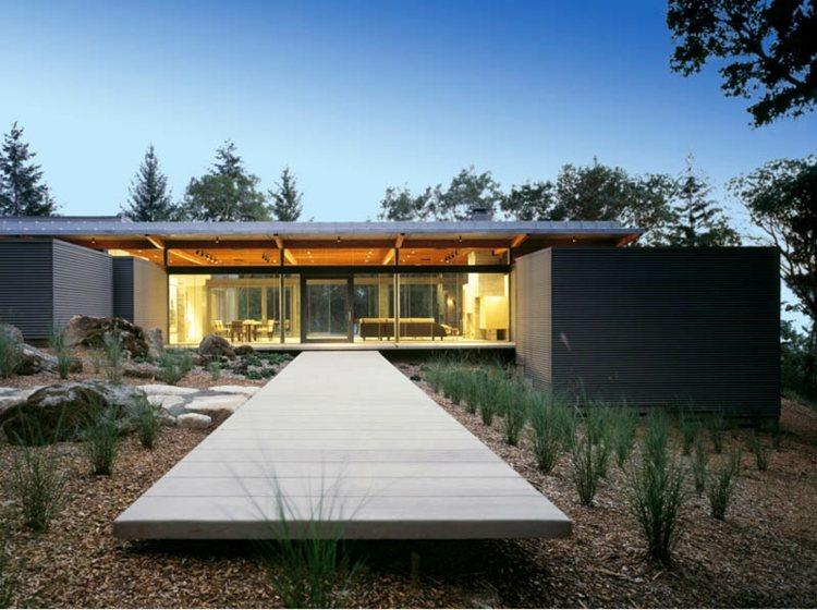 plataforma madera camino diseño jardin