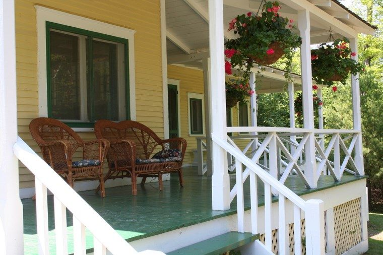 Porches jard n y muebles preciosos para la entrada for Casa moderna blanca