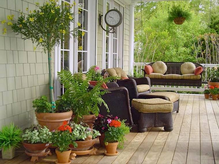 Porches jard n y muebles preciosos para la entrada - Como decorar un porche ...