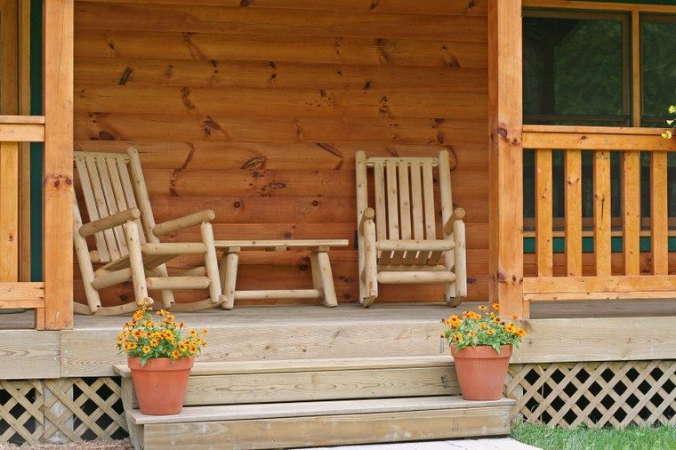 Porches jard n y muebles preciosos para la entrada for Decorar porche pequeno