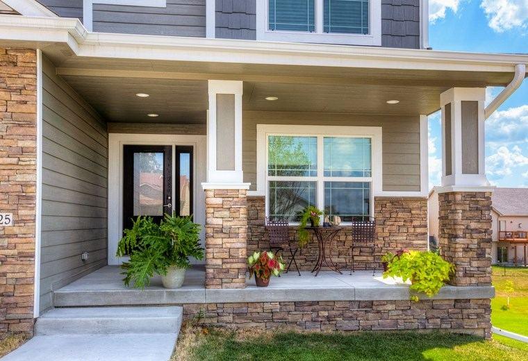Porches jard n y muebles preciosos para la entrada - Ideas para decorar porche entrada ...