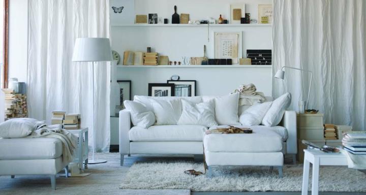 salones decorados en blanco ideas libreros cortinas