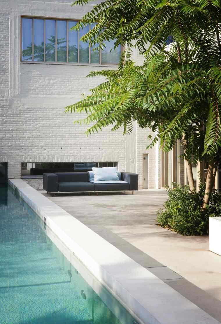 sofá de exterior color negro jardin piscina ideas