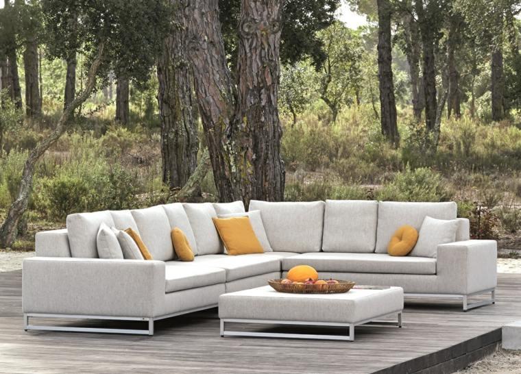 sofas jardin cojines amarillos