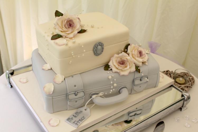 tarta bodas maletas estilo vintage