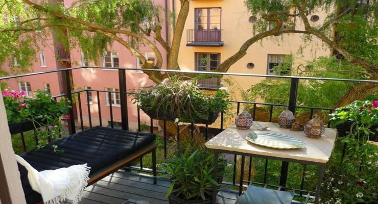 Balcones y terrazas peque as cincuenta ideas para decorar for Muebles para terraza pequena