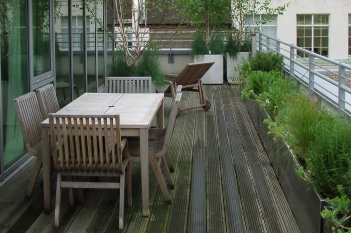 terrazas con jardin soleadoras tumbonas sillas