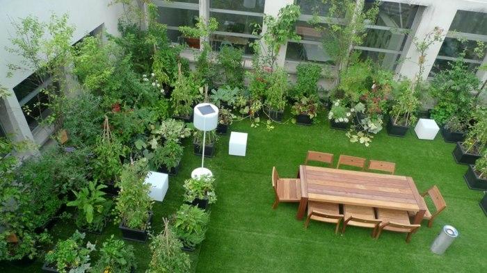 terrazas con jardin suelos artificiales mesas