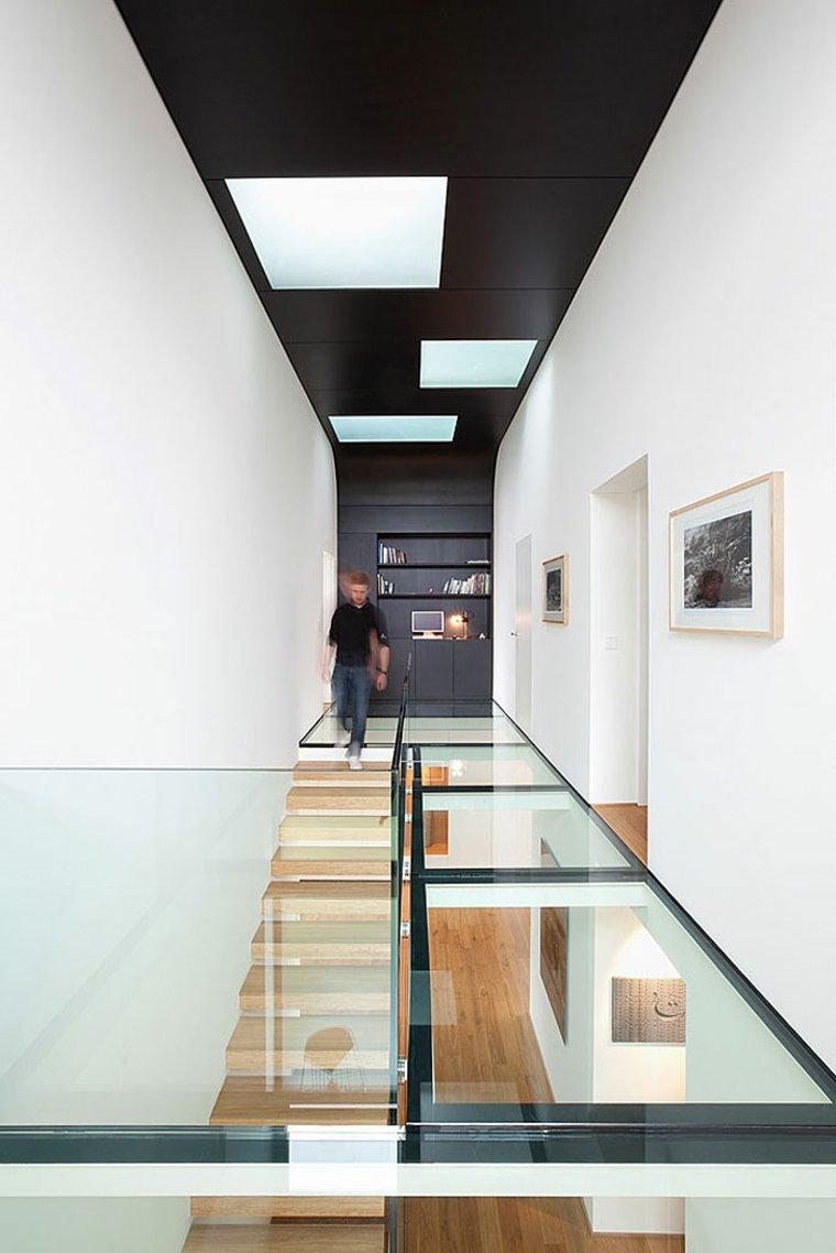 vidrio camino escaleras madera casa moderna ideas