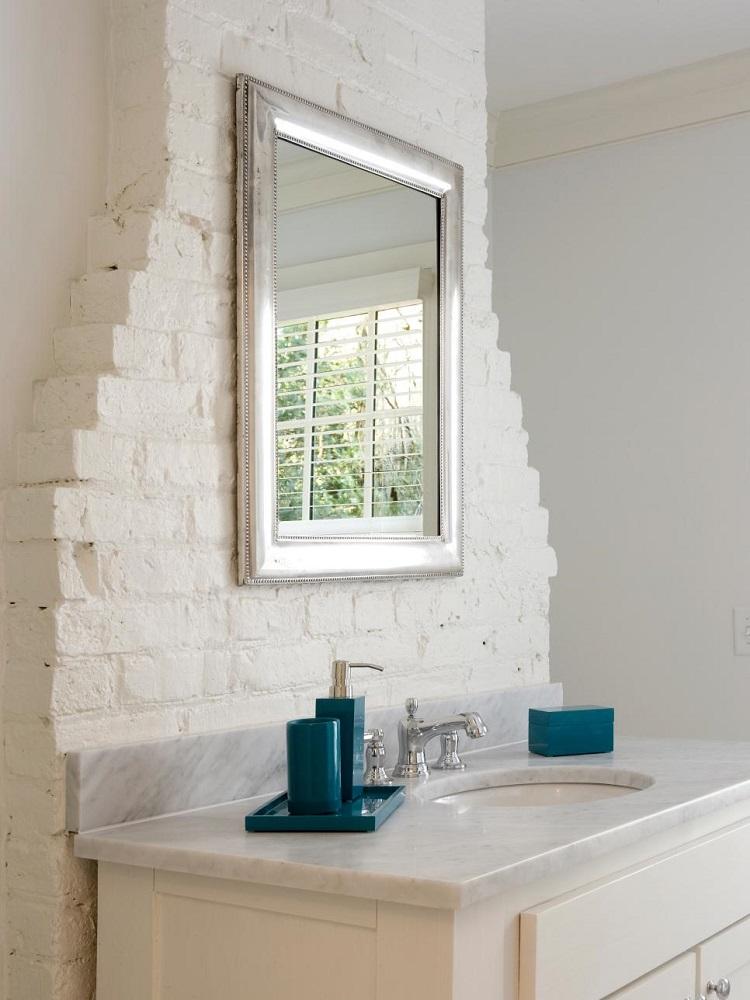 Decoracion ba os con paredes de ladrillo y dise o moderno - Pared de ladrillo blanco ...