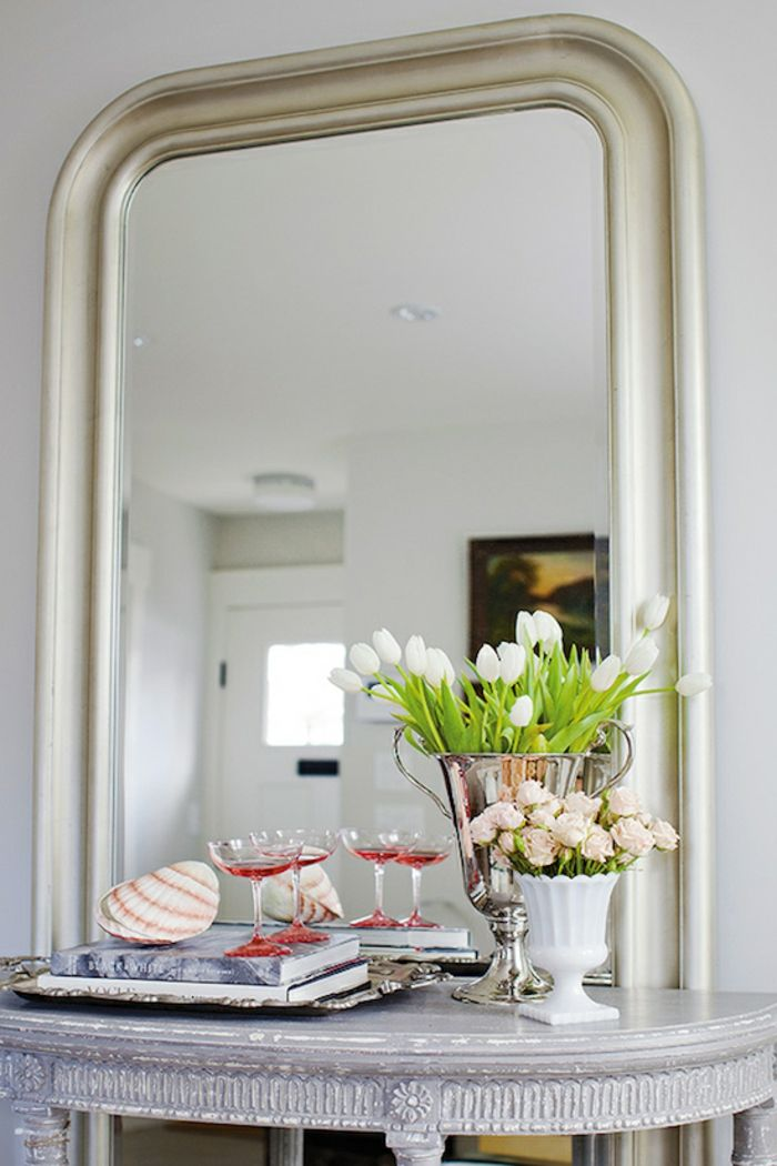 Jillian Harris espejo grande flores jarrones ideas