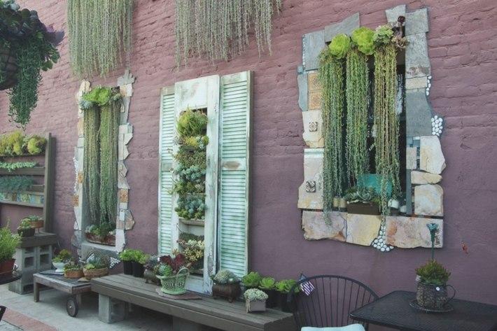 agradable patio detalles ventanas colores