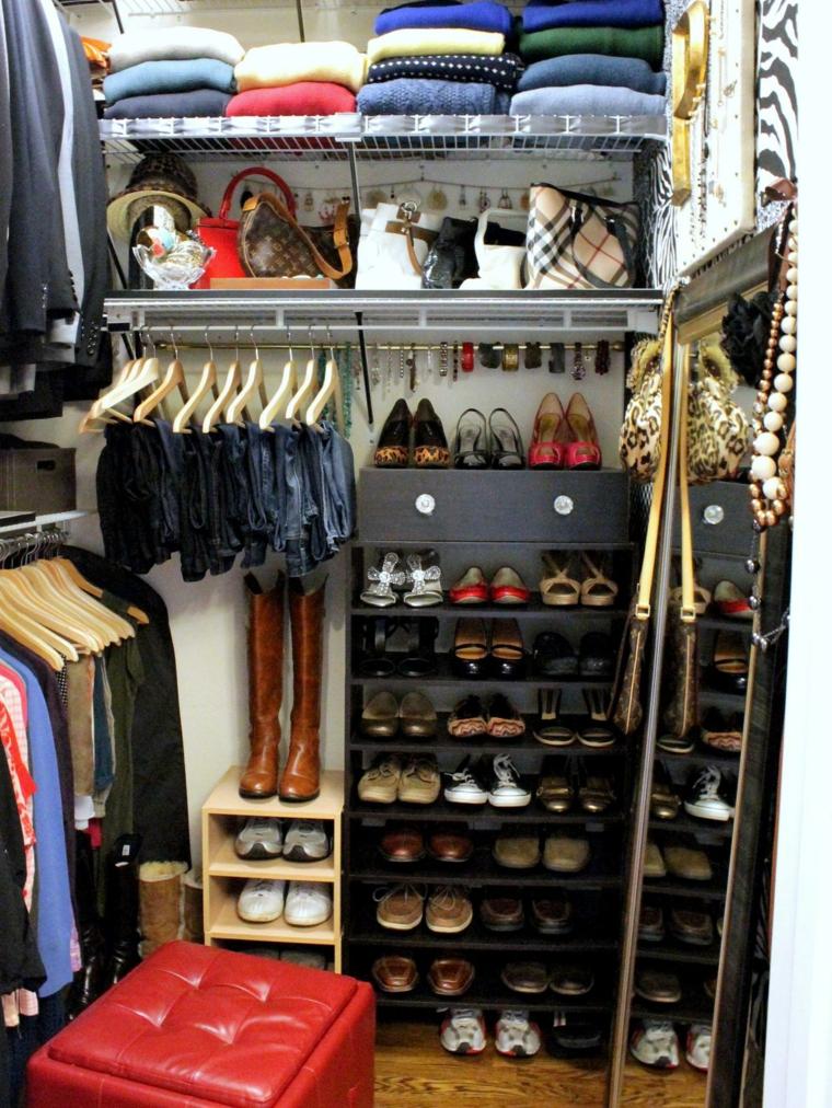 armario organizado muchos zapatos