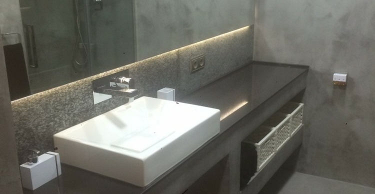 baño color gris luces led