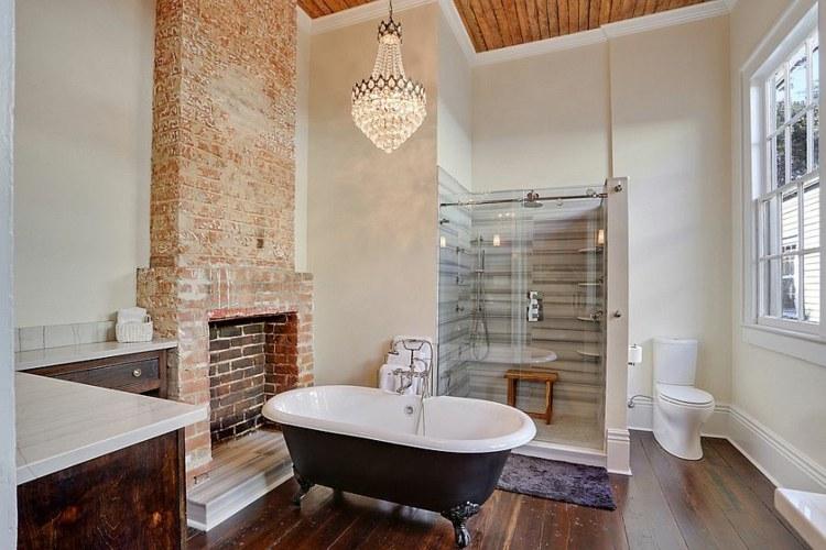 Decoracion baños con paredes de ladrillo y diseño moderno -