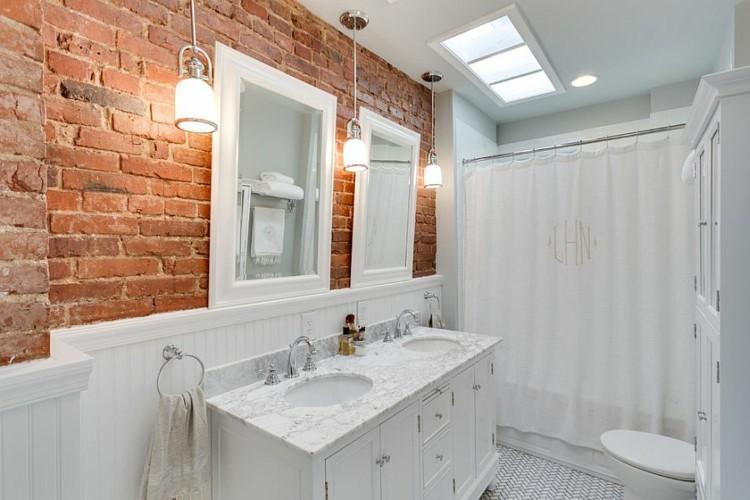 Decoracion baños con paredes de ladrillo y diseño moderno