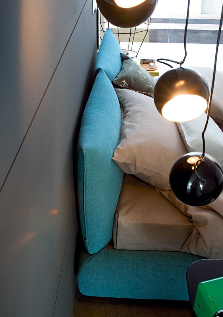 bonita cama color azul turquesa