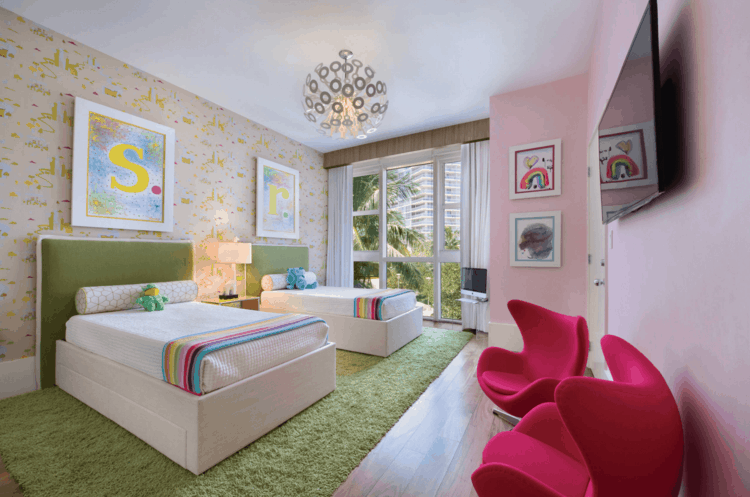 bonita habitación infantil dos camas