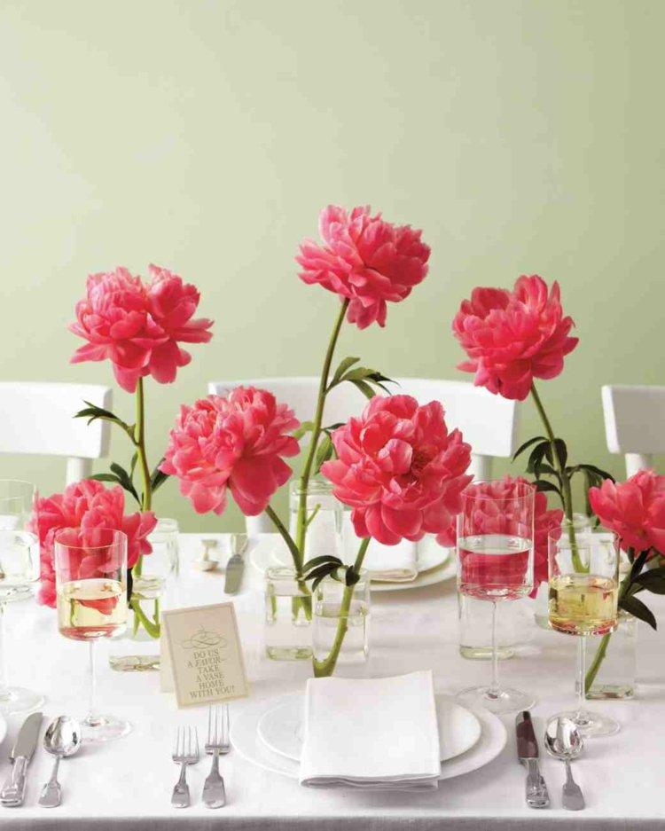 bonita mesa flores rojas